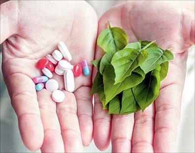 طب سنتی در کنار پزشکی نوین