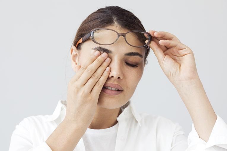 ورود جسم خارجی و درد چشم