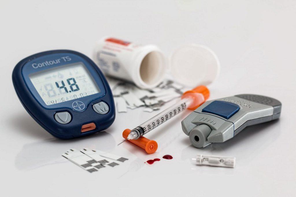 برای پی بردن به اثرات دیابت بر چشم باید در چه فواصلی معاینات چشمی را انجام داد؟